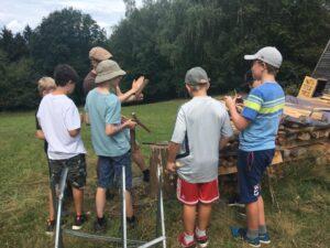 Kinder Survival Camp Gruppenarbeit
